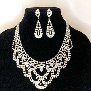 ✨glam rhinestone necklace& drop earring set✨